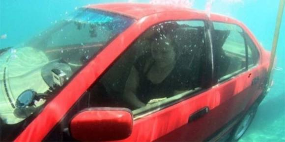 L'auto cade in acqua? Ecco come uscire ed evitare il peggio!