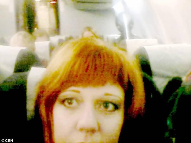 Scatta-un-selfie-e-dietro-appare-un-alieno-fonte-daily-mail