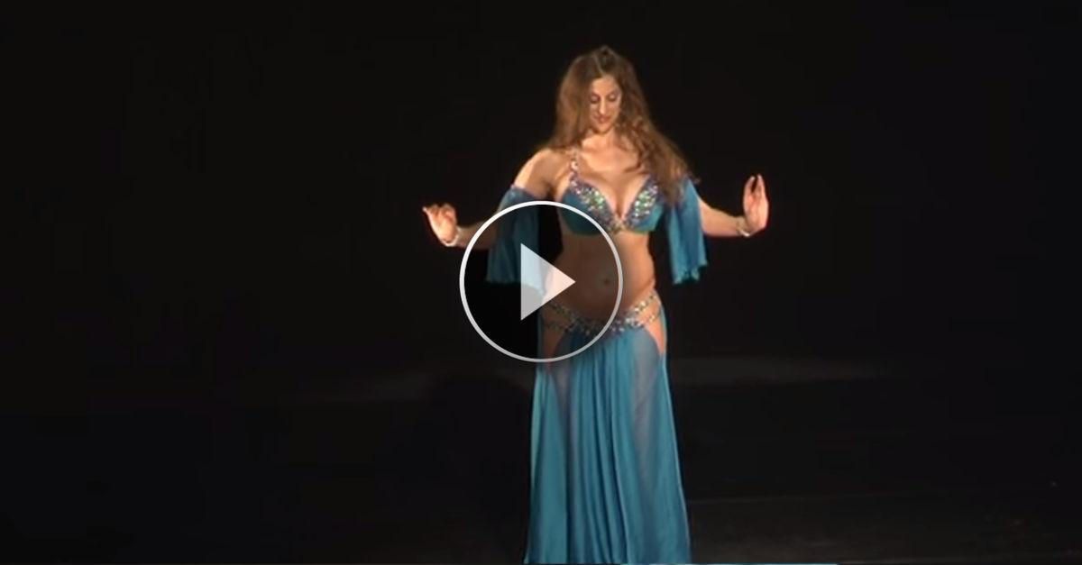 La performance spettacolare di Sadie, la danzatrice del ventre incinta di 7 mesi!!