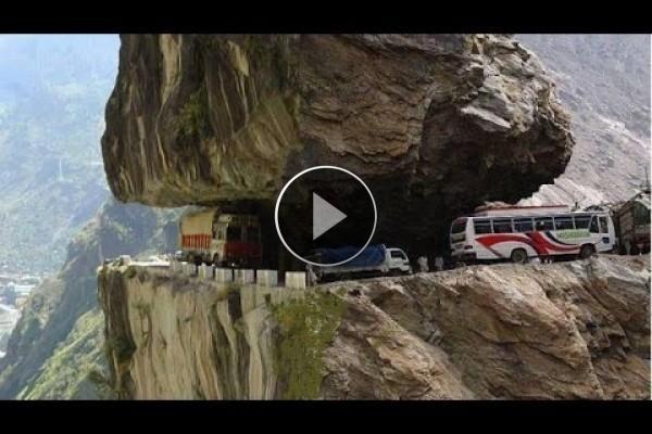 Questa è la strada più pericolosa al mondo!! Chi ha il coraggio di attraversarla??