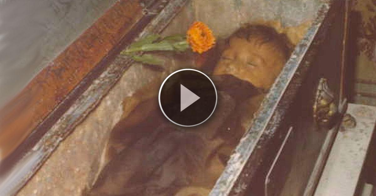 È morta da 90 anni, ma guardate i suoi occhi? Sono senza parole. Da vedere assolutamente!