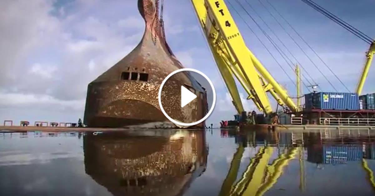 La nave si inabissò con ben 1400 automobili, ecco il video incredibile della sua rimozione dagli abissi!