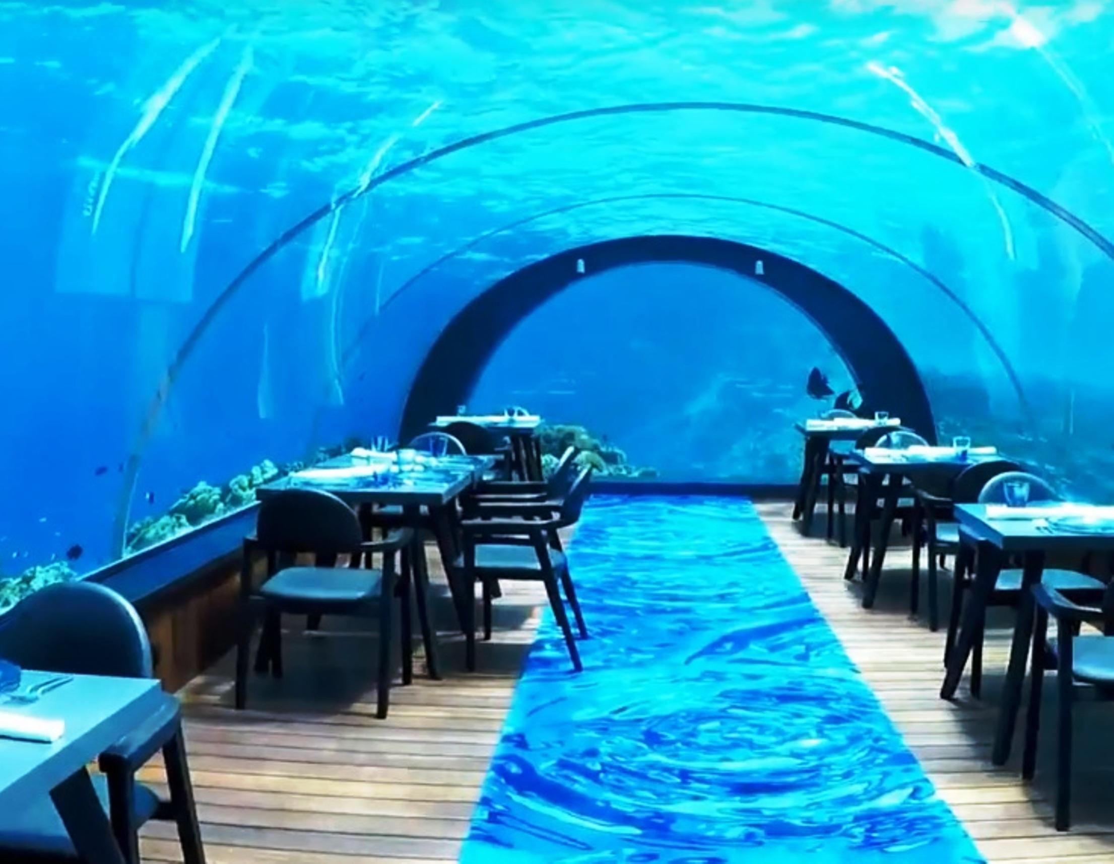 Cenare a 5 metri sott'acqua, è possibile!!! Ecco il ristorante subacqueo più grande del mondo!!!