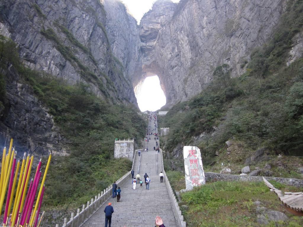 """""""La Porta per il Paradiso"""", 99 tornanti e 999 gradini. Guardate dove si trova!"""