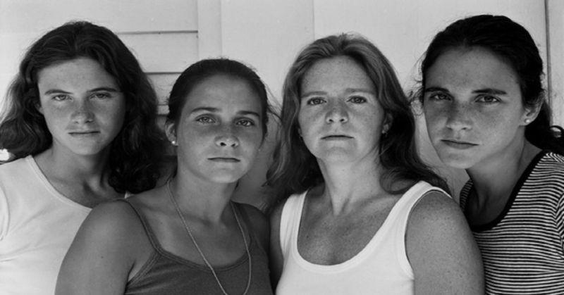 Queste 4 sorelle sono state fotografate ogni anno per 40 anni. La loro ultima foto è unica