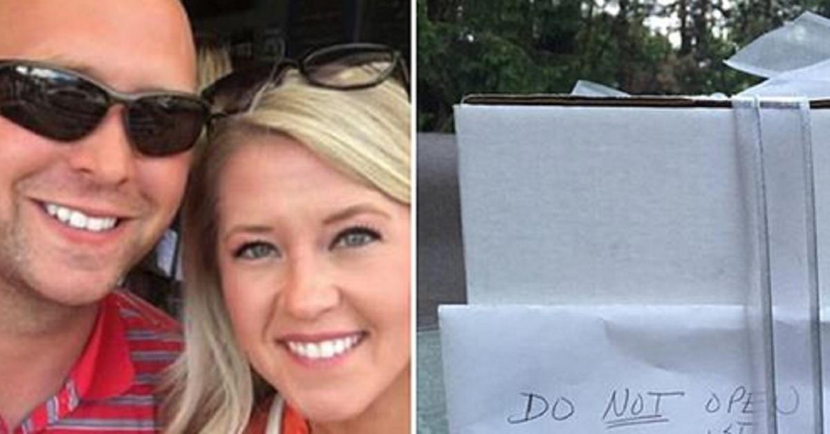 Dopo 9 anni, la coppia finalmente apre il regalo di nozze che la zia gli aveva detto di non aprire