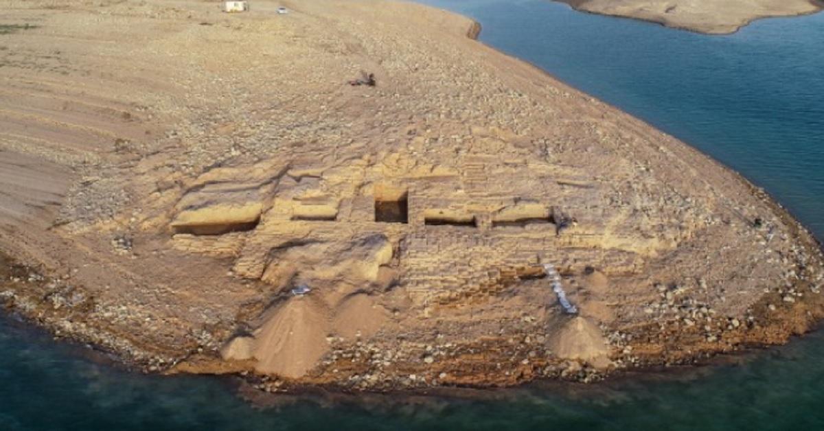 Un edificio di 3400 anni emerge in Iraq a causa della siccità